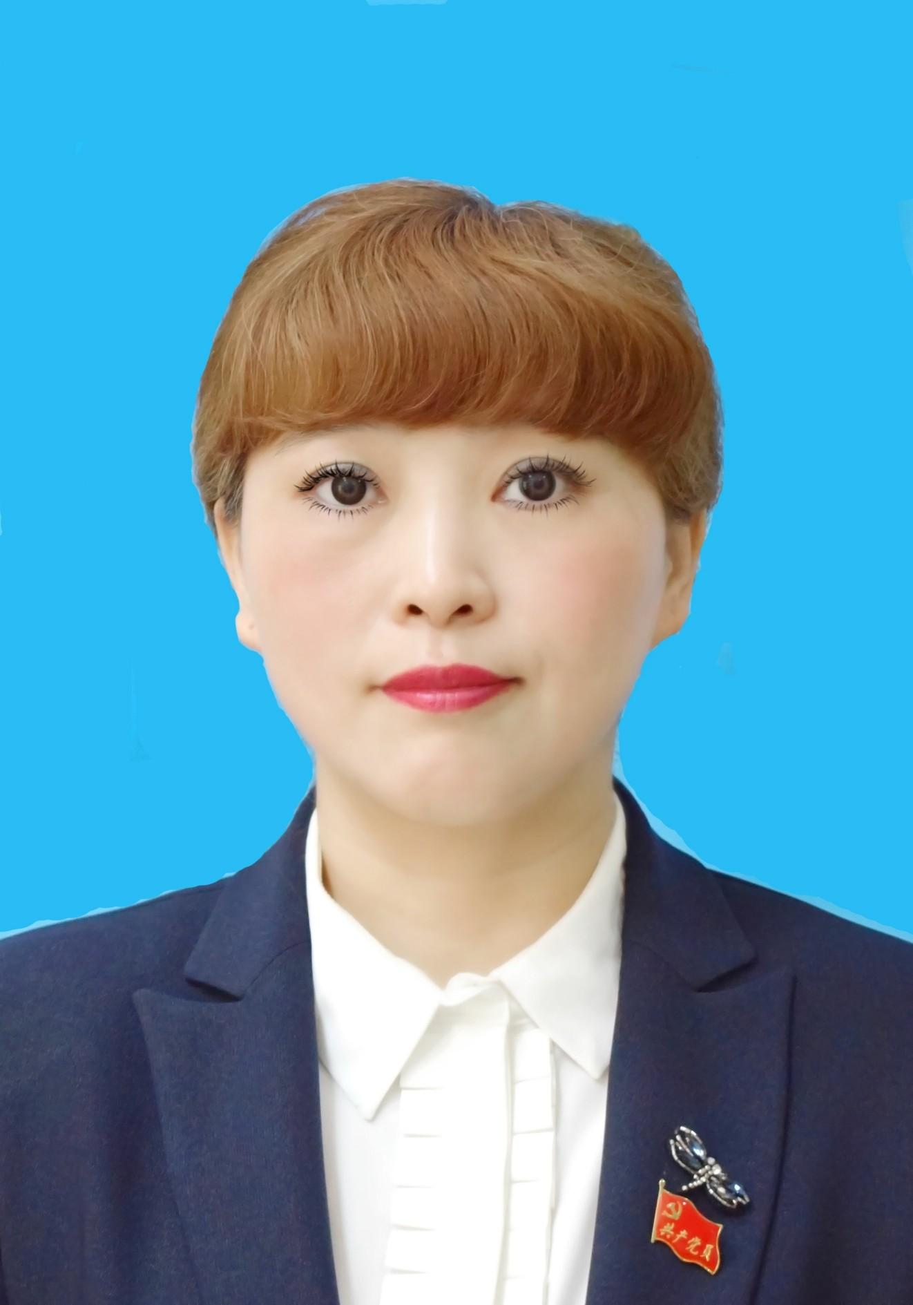 常务副会长兼文化影视旅游分会执行会长 鲜小芳